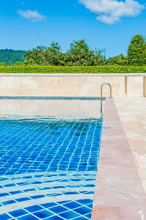 pool-1587783_960_720